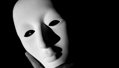 Maschera sulla persona in paste
